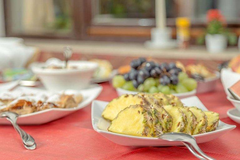 Ananas pri zajtrku